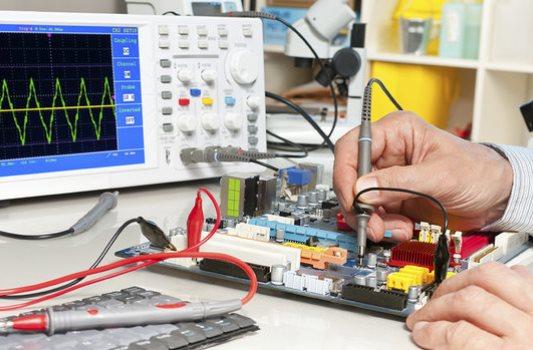 OS cursos no ramo de eletrônica são muito concorridos (Foto: Reprodução)