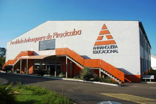 Os cursos gratuitos são oferecidos em diversas unidades da Anhanguera espalhadas pelo Brasil (Foto: Divulgação)