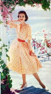 Vestido delicado dos anos 50 (Foto: Divulgação Moda História)