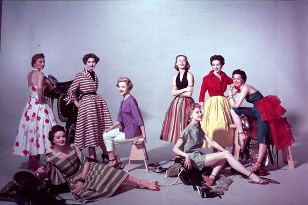 Vários modelos de vestidos dos anos 50 (Foto: Divulgação Moda História)