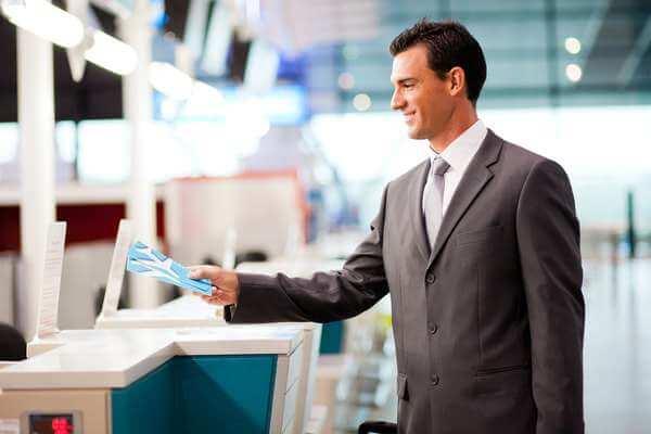 Para conferir as promoções é necessário estar atento. Existem promoções excelentes que podem ser encontradas nas companhias aéreas (Foto: Reprodução)