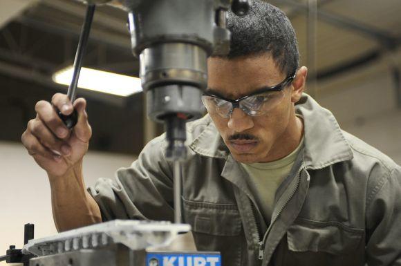 Para quem deseja arrumar emprego nas indústrias da região, fazer os cursos Senai é uma boa (Foto Ilustrativa)