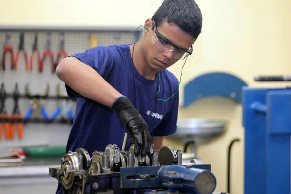 Os interessados encontram opções gratuitas em diversos segmentos, como o de mecânica, por exemplo (Foto: Divulgação)