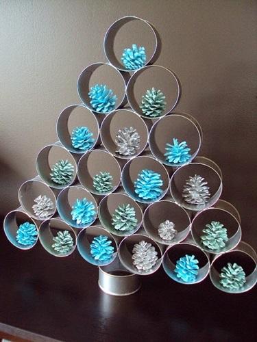 decoracao de arvore de natal simples e barata:Decoração de árvore de Natal com latinhas (Foto: Divulgação)