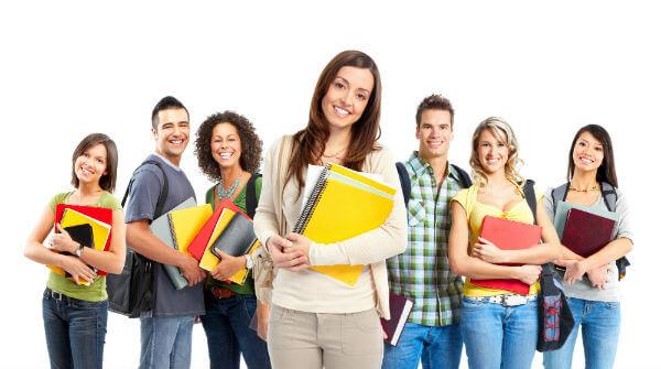 Há opções de cursos presenciais e ainda várias habilitações no ensino à distância (Foto: Divulgação)