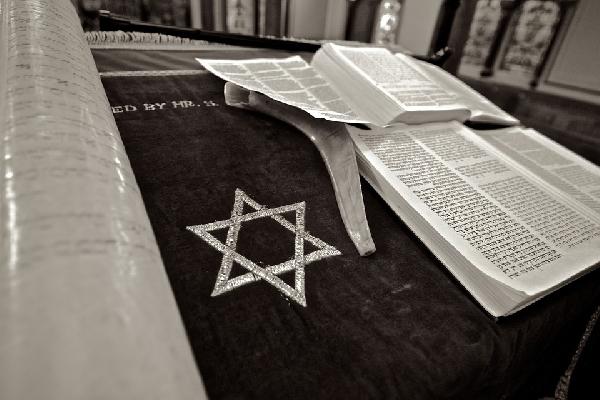Torah, livro sagrado do judaísmo (Foto Divulgação: Pixabay)