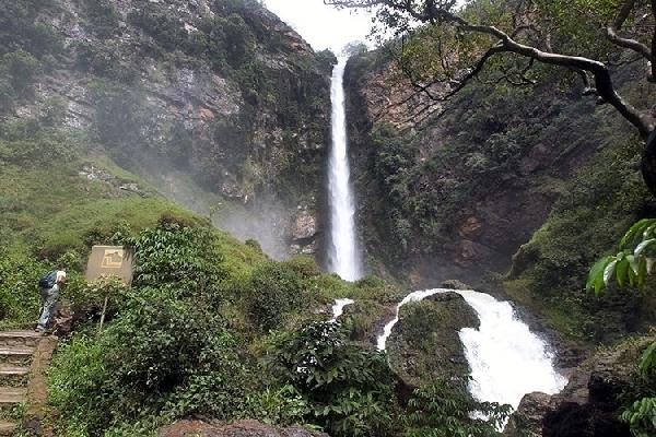 A Cachoeira Salto do Itiquira é belíssima para visitar com seu amor (Foto: Divulgação)