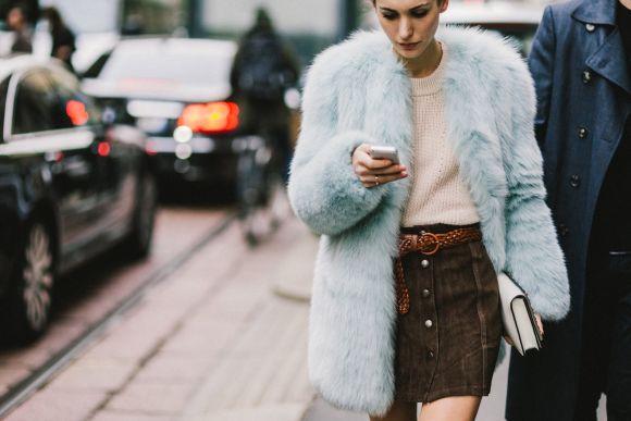 Os casacos femininos já tomam conta das ruas (Foto Ilustrativa)