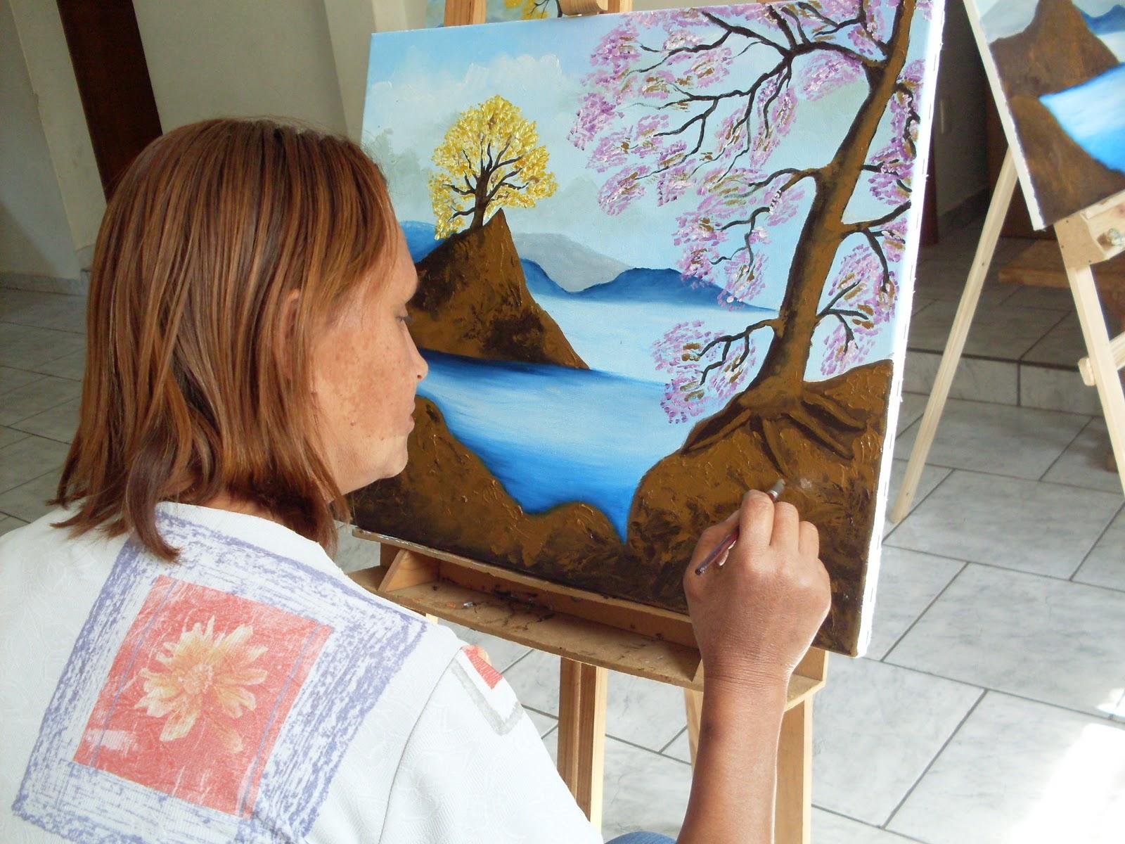 Confira algumas técnicas de pintura de telas e quadros com tinta a óleo para iniciantes que são ensinadas em cursos gratuitos (Foto: Divulgação)