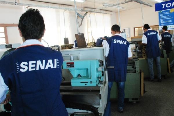 O curso oferece conhecimento e prática de priemira capacitando os trabalhadores (Foto: Divulgação)