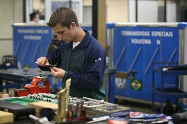 O Senai capacita mão de obra para a indústria. (Foto: Divulgação)