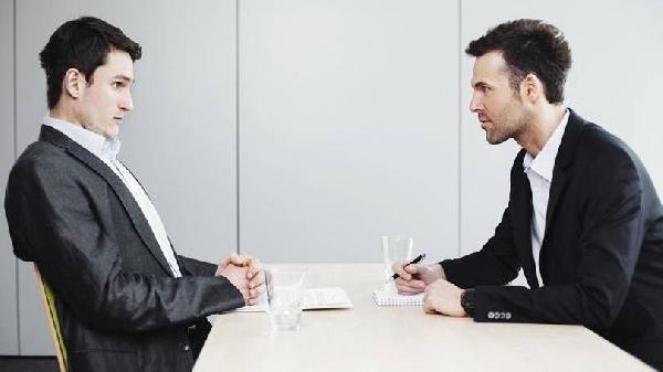 Muitas vagas do SINE RJ são preenchidas após a entrevista (Foto: Divulgação Exame/Abril)