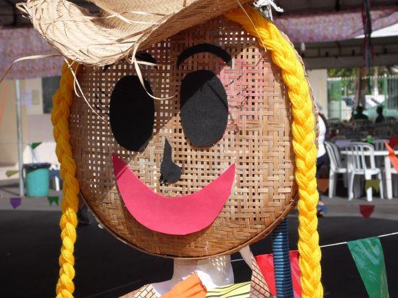 Usando materiais simples, é possível decorar bem a sua festa de São João (Foto: Divulgação)