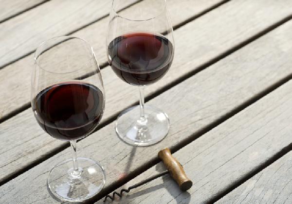 Um bom vinho é o acompanhamento perfeito para o Fondue (Foto: Divulgação MdeMulher)