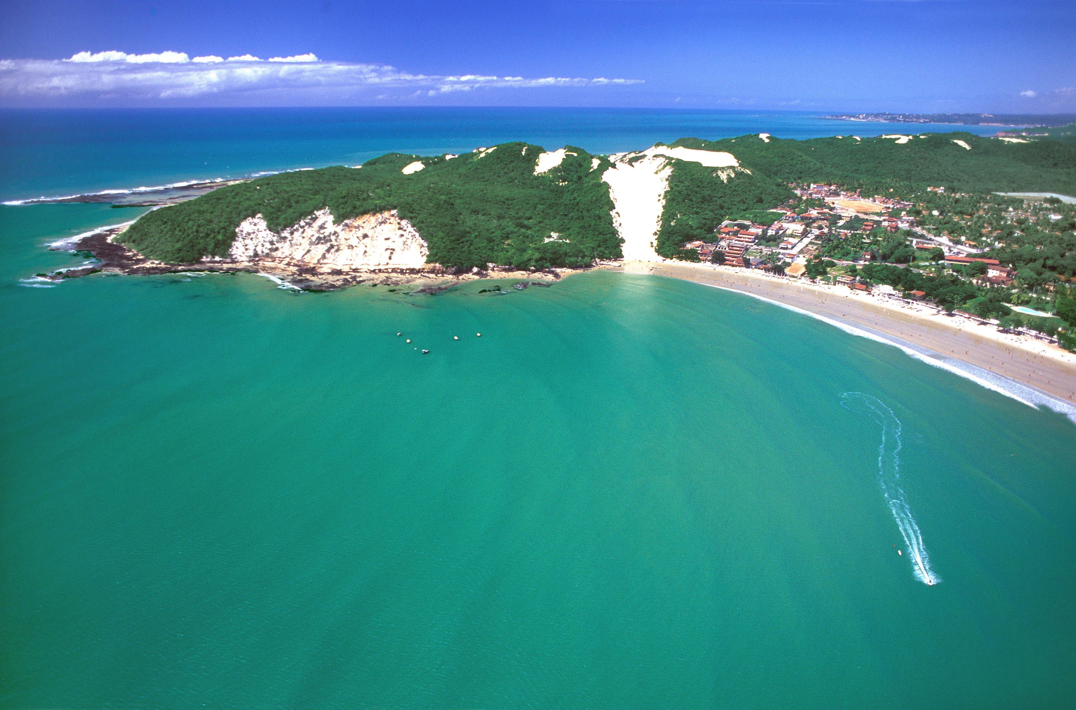 Lugares para visitar no dia dos pais com mar azul (Foto: Divulgação)