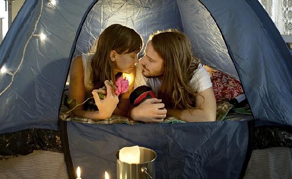 Acampar é uma ótima opção para o Dia dos Namorados (Foto: Divulgação MdeMulher)
