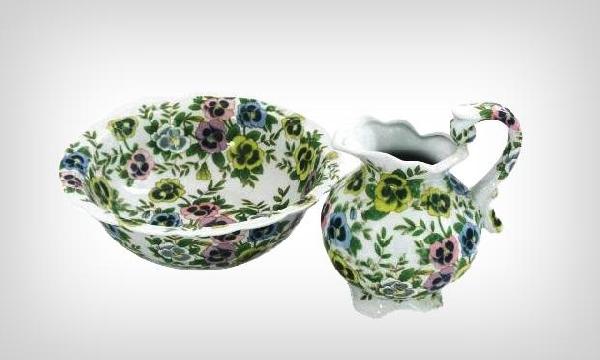 Jarra e bacia de porcelana (Foto Divulgação: MdeMulher)