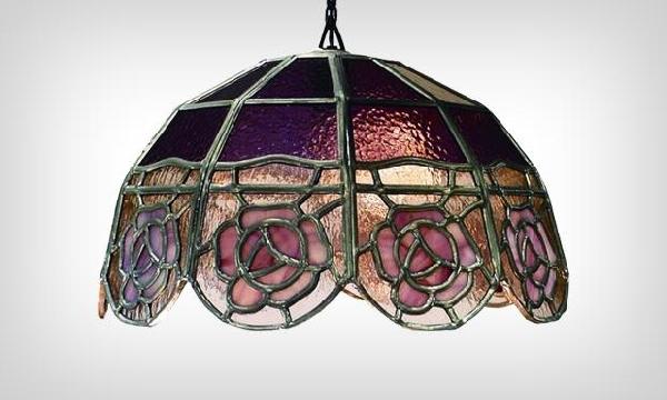Lustre de ferro com vitrais (Foto Divulgação: MdeMulher)
