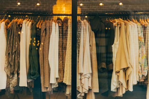 Na Queima de Estoque Riachuelo você encontra roupas com até 60% de desconto (Foto Ilustrativa)