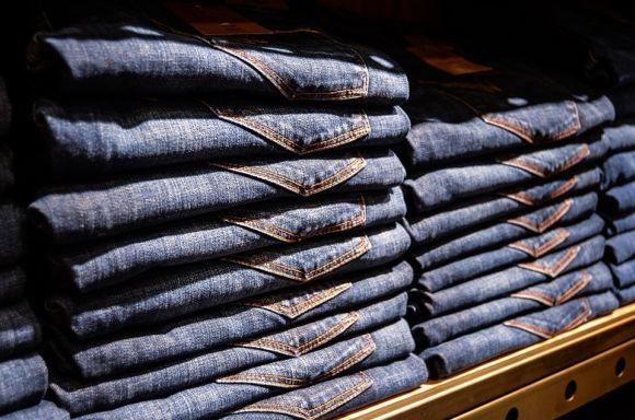Quer comprar calças jeans baratas? Aproveite a oferta (Foto Ilustrativa)