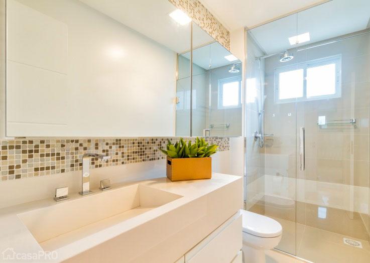 decoracao teto banheiro:Modelos de decoraçao para banheiros grandes (Foto: Divulgação)