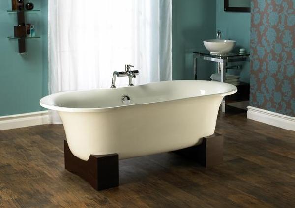 Banheira com pé de madeira (Foto Divulgação: MdeMulher)