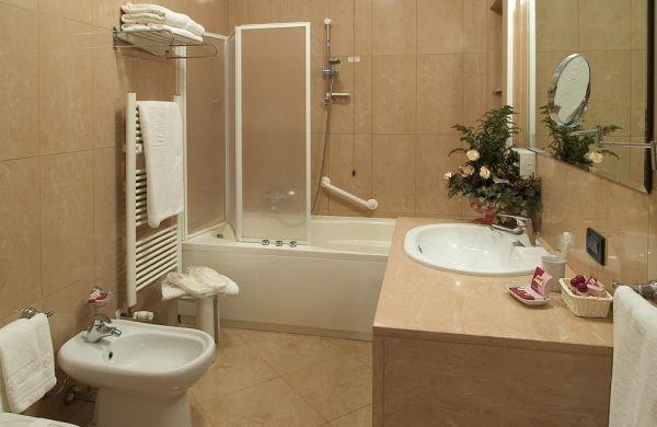 Banheiro em tons pastel (Foto Divulgação:  homedesignmodel.com)