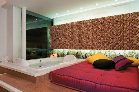 Banheiro estiloso com plantas (Foto Divulgação: Casa/Abril)