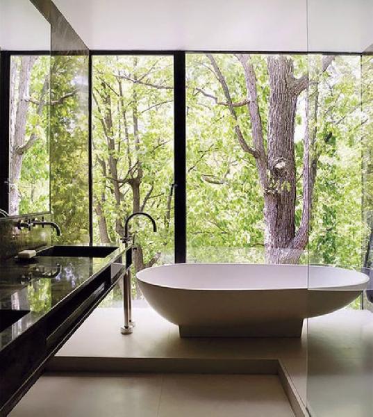 Banheira com formato anatômico (Foto Divulgação: Casa/Abril)