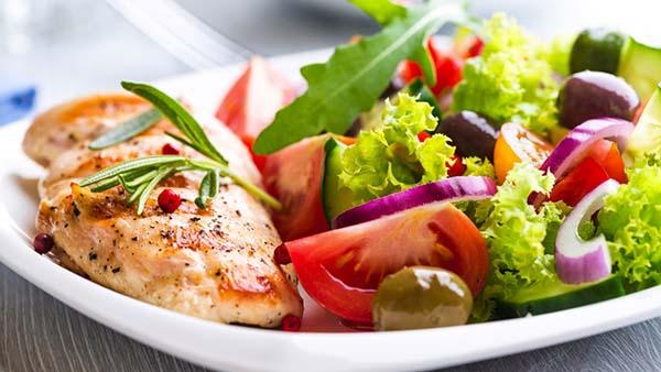 A alimentação adequada beneficia todo o corpo e faz nosso organismo funcionar de forma correta. (Foto: Reprodução)