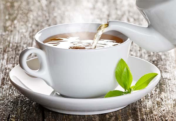 Os chás ajudam na regularização do ciclo menstrual (Foto: Reprodução)