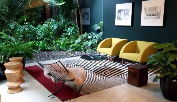 O jardim pode ter poltronas confortáveis (Foto: Divulgação: Casa Vogue)
