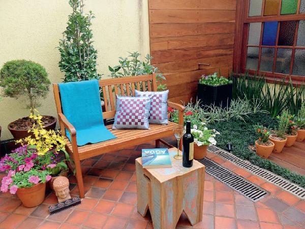 Almofadas coloridas dão o toque especial ao jardim de inverno (Foto Divulgação: Casa Linda)