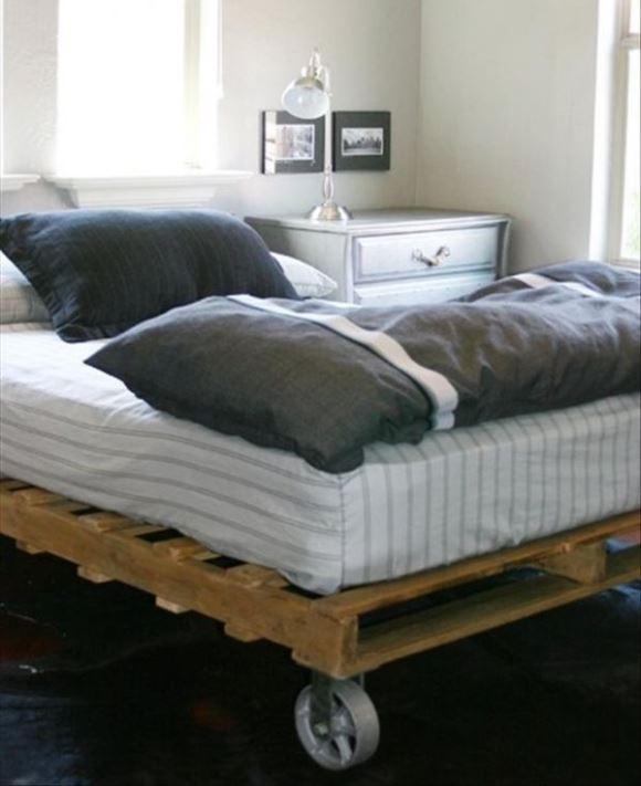 Construa uma cama com pallets. (Foto: Reprodução/ Homedit)