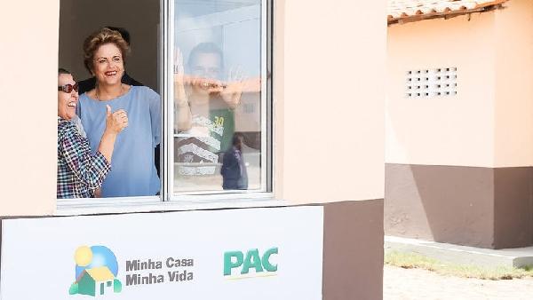 Presidente Dila visita apartamentos do programa (Foto Divulgação: Exame/Abril)