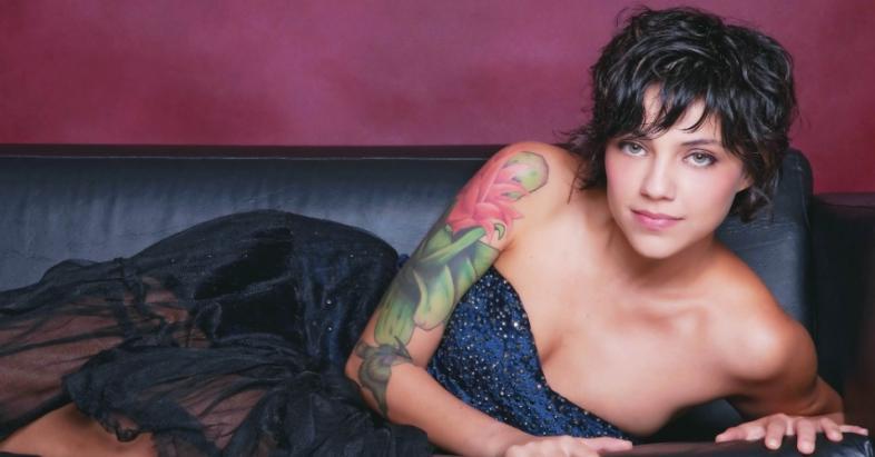 Você pode fazer uma grande tatuagem no braço (Foto: MDeMulher)