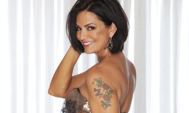 Flores de tatuagens no braço (Foto: MDeMulher)