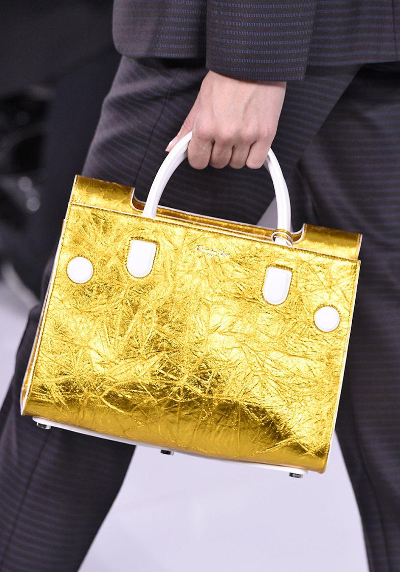 Bolsa dourada na primavera verão 2016 (Foto: Mdemulher)