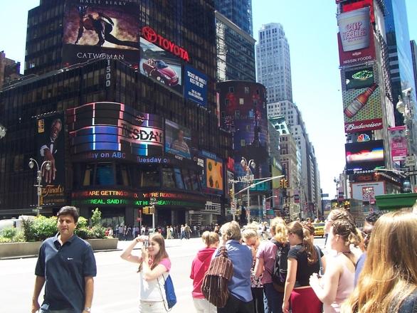 Principal avenida de Nova York fica lotada na virada do ano (Foto: Divulgação)