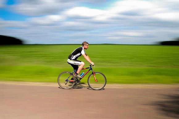 Pedalar é um exercício aeróbico. (Foto Ilustrativa)
