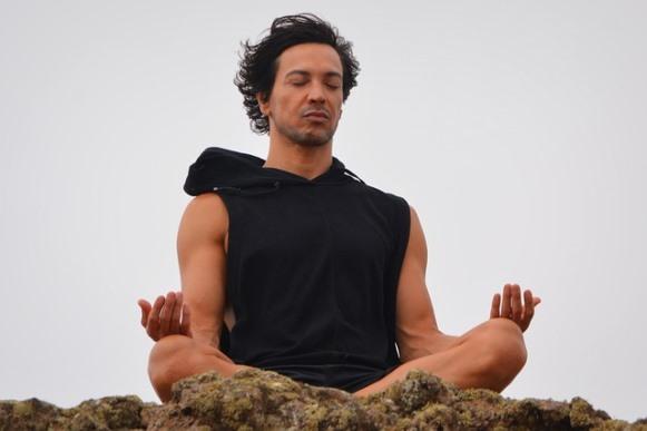 Meditar ajuda a aliviar o estresse. (Foto Ilustrativa)