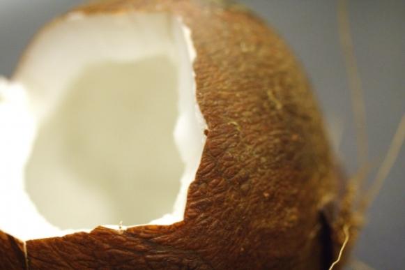 Deixe a pele mais bonita com óleo de coco. (Foto Ilustrativa)