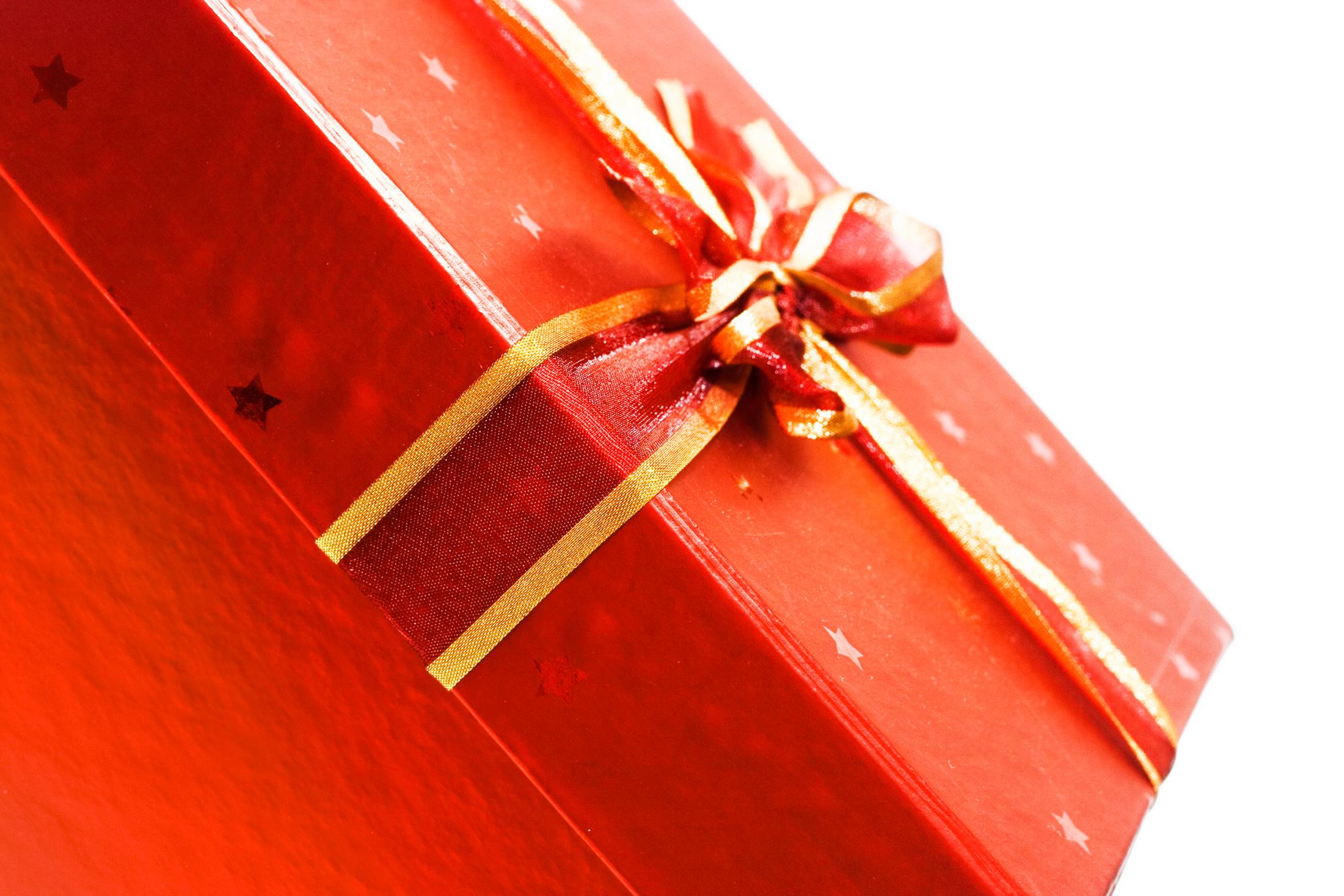 Você pode entregar o presente juntamente com o cartão de natal (Foto: Divulgação)
