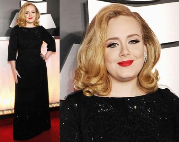 Adele usando um vestido preto e maquiagem com batom vermelho. (Foto Ilustrativa)