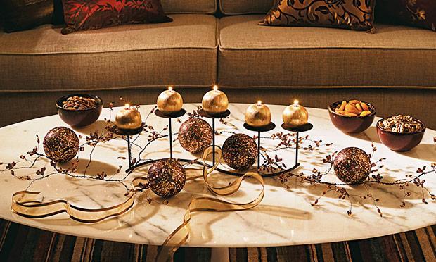 Mesa com velas para o Natal (Foto: Mdemulher)