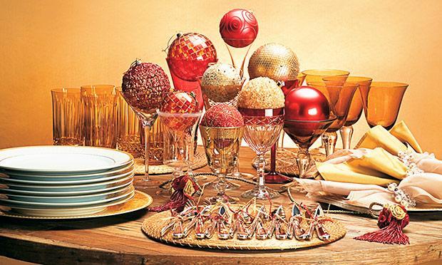 Bolas douradas para o Natal (Foto: Mdemulher)