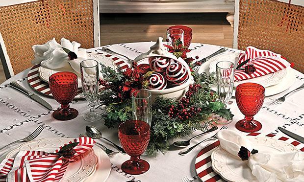 Taças vermelhas para a ceia de Natal (Foto: Mdemulher)