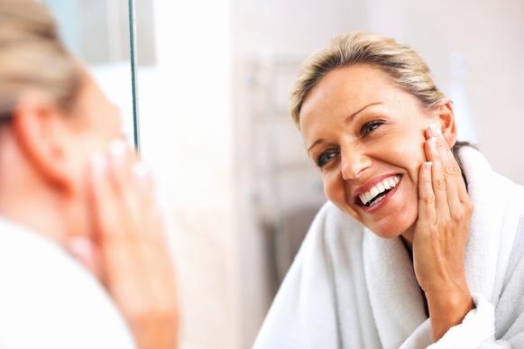 Existem tratamentos estéticos que ajudam a prevenir espinhas na fase adulta. (Foto Ilustrativa)