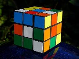 Como montar um cubo mágico em 20 segundos