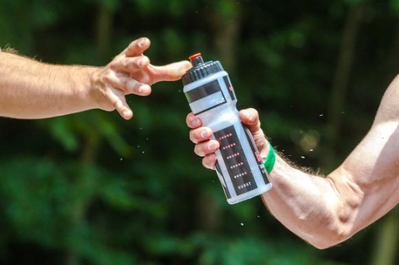 Manter o corpo hidratado é fundamental. (Foto Ilustrativa)
